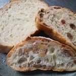 30312466 - 左:白神パン、中:クルミのリュスティック、右:メープルレーズンパン CUT断面♪