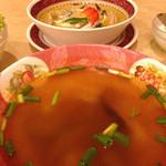 サワデーすみ芳 - ランチセットのトムヤムクスープ