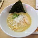 ラーメン九頭龍 - 2014年8月18日(月) 鶏白湯そば(800円)
