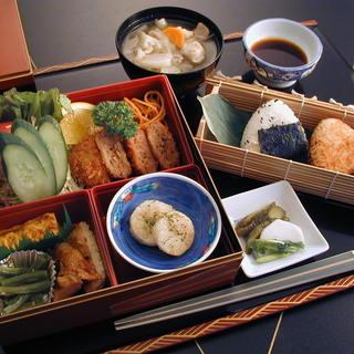 厳選した鮮魚と有機野菜を四季を感じるお料理をお楽しみください