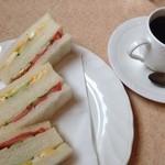 ぷらむ - サンドイッチ(野菜、玉子)とブレンドコーヒー