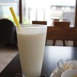 カフェ ド シュウ - フレッシュバナナジュース700円