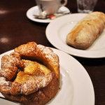 VIRON - タルトレット(手前)とパン・オ・ゼルブ(奥)