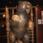 北の味紀行と地酒 北海道 - 熊がお出迎え