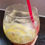 オッタントット - 【ノンアル】リモナータ(レモネード)レモン一個入ってるのではと思いますが、以外にも酸っぱくないんです。甘いんです。