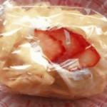 下関屋 - 苺のクレープ
