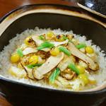 神楽坂 おいしんぼ - 季節の炊き込みご飯をお楽しみください