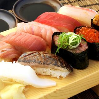 寿司もリーズナブルかつ種類豊富にご用意しております。