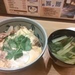 なか屋 - 他人丼 豚肉の卵とじ丼 余分な油が抜いてあってさっぱり頂けます^^
