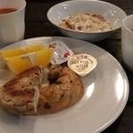 アルパインロッジ - 朝食 1000円。