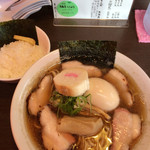ラーメン 木曜日 - 煮干し醤油、追い煮干し、チャーシュー増し、味玉プラス、小ライス。で700円感謝m(__)m