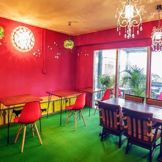 開放的な空間でお食事を楽しめます