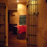 西洋小料理 葡萄家 - 店内は落ち着いた雰囲気です。