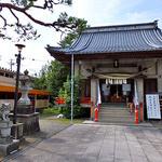 スギサキ - 神社の左手にテントが見えます