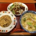 すけろく - 「回鍋肉ハンチャン 中華そばに変更(1,080 50円)」。具材てんこ盛りの中華そばがめっちゃ美味♡