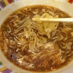 すけろく - お馴染みのすけろくラーメンはスープがとろ〜り餡状態で熱々。つか、こんな醤油辛かったっけ?