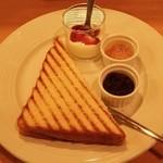 ルナ カフェ - モーニング(450円)…トースト、ヨーグルト、つぶあん、ジャム、ドリンク(指定のドリンクから選択)セット
