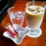 カフェ リトル・ウィング - アイスカフェラテ☆税込500円(2014/8現在)
