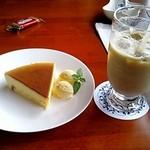 カフェ リトル・ウィング - チーズケーキ&アイスカフェラテ(2014/8現在)