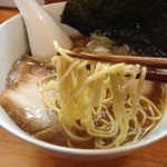 中華そば 閃 - 特製醤油中華そば(950円)麺リフト