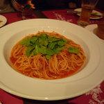 西洋小料理 葡萄家 - トマトソースのパスタ☆茹で加減がばっちりです♪