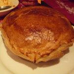 西洋小料理 葡萄家 - ビーフシチューのパイ包み焼き☆すごいボリュームです!