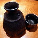 魚 しんのすけ - 勿論、惣誉(そうほまれ)大をオーダーしましたよ。米の旨みが口中に広がる通好みのお酒です。器も渋めの感じが良いですね。