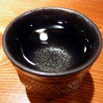 魚 しんのすけ - 米そのものの旨みが幅のある風味を醸し出しています。辛口ですが辛さを感じさせない純米酒です。飲めば飲むほどその旨みが口の中に広がっていきます。