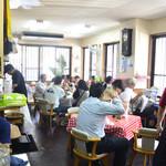 高良食堂 - 満席の店内