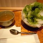 赤福茶屋 - 赤福氷520円♪温かいお茶と共に・・・