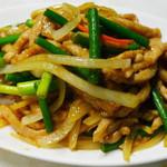 東昇酒家 - 豚肉とニンニクの芽炒め