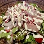 ハレオ - 牛肉のたたきサラダ。夏の終わりの元気付けとミネラルの補給にいかがですか(o^^o)