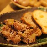 30364986 - 雑穀米入りのご飯も何種類かあります。パンもいろいろあって楽しい!