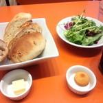 30365083 - パンとサラダ