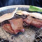 炭火焼肉 十兵衛 - 「トクトクランチ」の「カルビ」、「ロース」、「豚カルビ」。