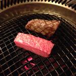 京橋 松蘭 - リブロース焼いてます