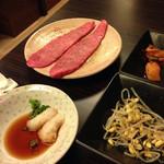 京橋 松蘭 - キムチ、ナムルセットの後はトロけるミスジ。おろしポン酢で。