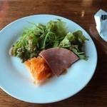 CAFE CABARET - ランチのサラダ