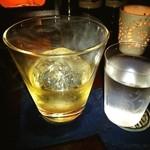 バー カスミチョウ・アラシ - ちょっといいことあった…かもなんで、スモークしたスコッチをスコチ頂いてます❤