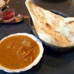 インド料理 ショナ・ルパ - Bランチのカレーとナン