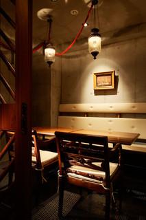 ノスタルジーテーブル - 著名人も多数訪れる隠れ家風個室