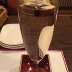 肉食酒場 garu - スパークリングワインあふれて升(¥750)
