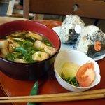 嬉野むすび庵 - おむすび+味噌汁+お鉢=300円なり
