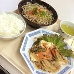 神戸中央港湾労働者福祉センター - 今日のおかずは、春雨、椎茸、豆腐、豚肉を炒め物(^_^)