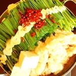 博多もつ鍋 炉端焼 坂 - 料理写真:極み小腸もつ鍋