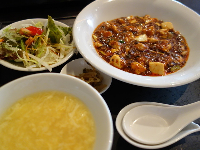 中国四川料理石林 - ランチ、麻婆豆腐辛口(¥700)サラダ、すーぷ、ドリンク、おひつでライスが付きます。
