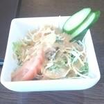 大阪ハラールレストラン - サラダは普通
