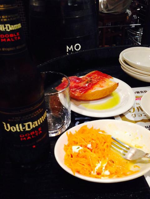 ビンタエ スペインバル - 人参のサラダマリネと生ハムの乗ったバケット…この生ハム美味しかった‼︎