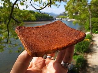 手作りのパン 河内ベーカリー - このせんべい感は素晴らしい