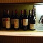 30397808 - 高級そうなワインの数々